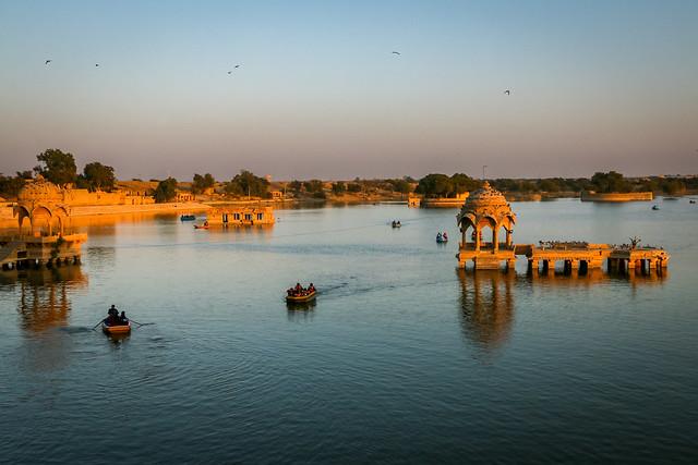 Gadsisar Lake before sunset, Jaisalmer, India ジャイサルメール 日没前のガディサール湖