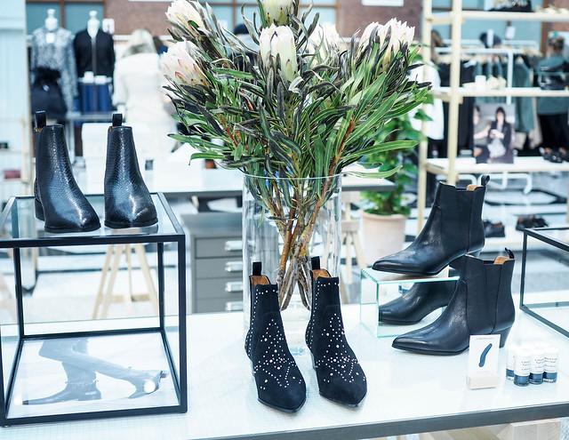 P2032133.jpgAndotherstoriesHelsinkiSHoesKengät,P2032142.jpgAndOtherStoriesHelsinkiBeautyCosmeticsBodyCare,P2032089.jpgAndOtherStoriesHelsinkiFinland, & other stories, and other stories, suomi, finland, helsinki, aleksanterinkatu, store, liike, galleria esplanad, shopping, ostokset, fashion, muoti,shies ekngät, suede boots, mokka saappaat, pumps,