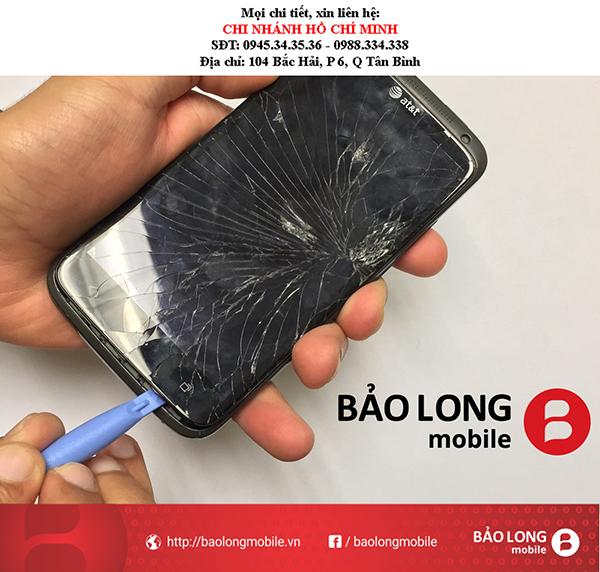 Chú ý việc gì khi màn hình điện thoại HTC One X của người tiêu dùng bị bể?