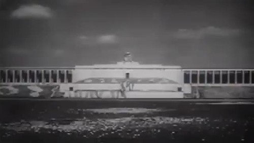 Взрыв свастики американцами, Нюрнберг, 1945 (англ.яз)