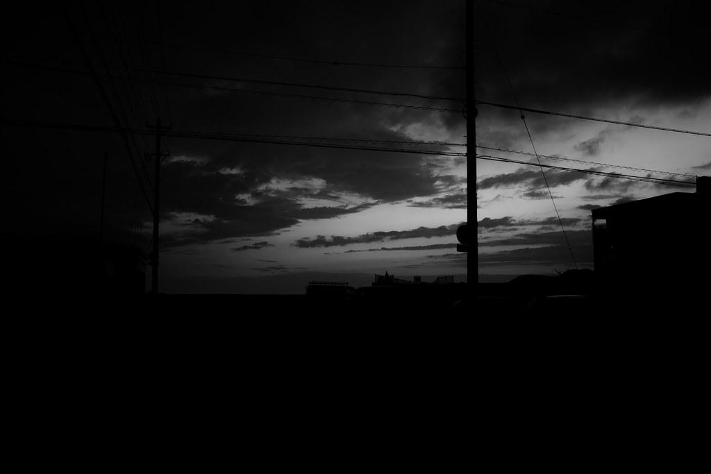 沖縄 モノクロの電柱