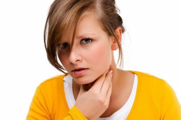 ¿Dolor de garganta? Alivia las molestias con este remedio casero a base de antibióticos naturales