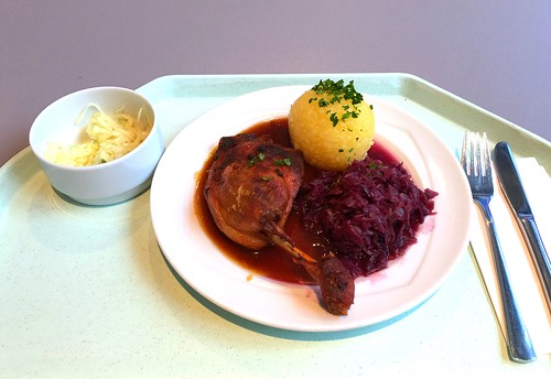 Braised duck leg wit red cabbage & potato dumpling / Geschmorte Entenkeule mit Blaukraut & Kartoffelknödel