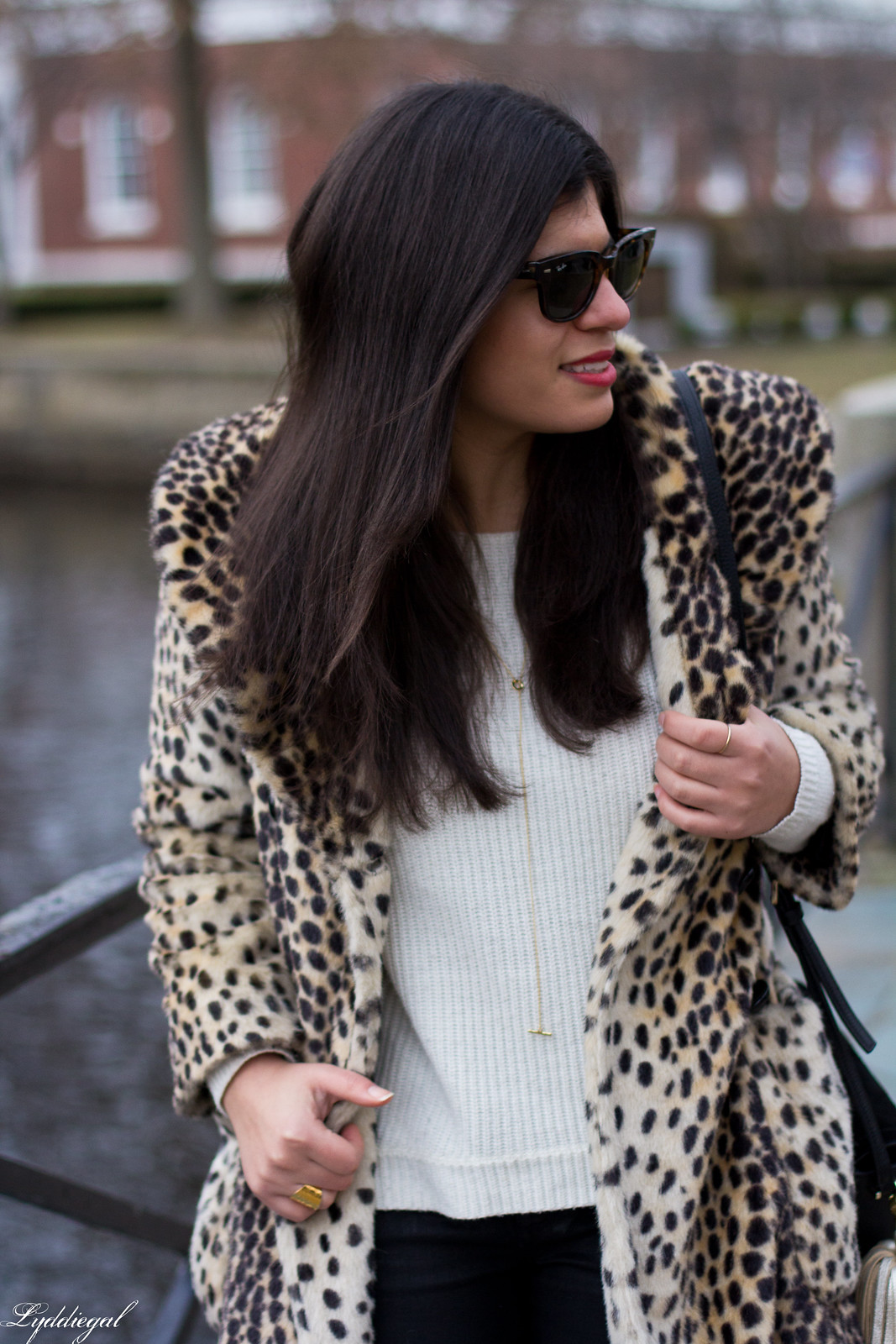 leopard fur coat, black coated jeans, white sweater, red pumps-6.jpg