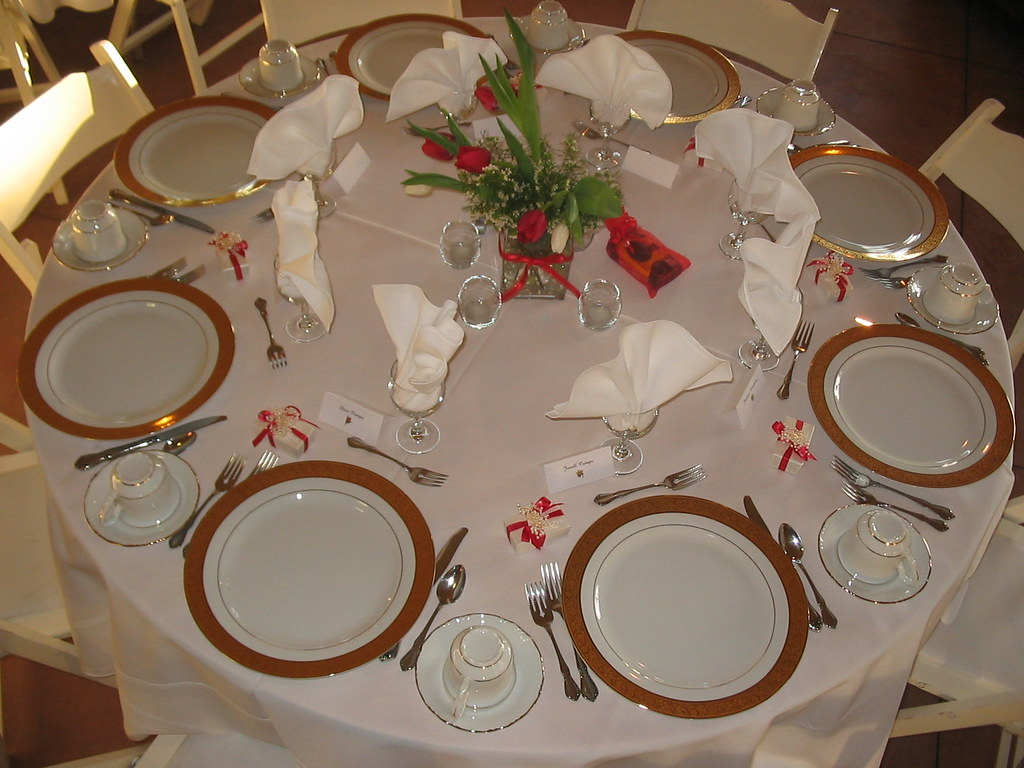 Table setting a table setting at a arbor crest winery for How do i set a table