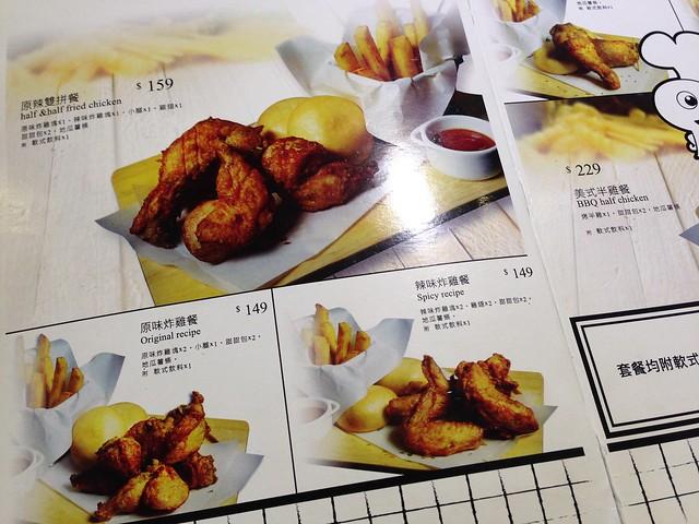 傳統的炸雞餐才有搭配飲料,我們單點的鬆餅是要再另外加價才有飲料的@Mr. TKK 頂呱呱新型態概念店
