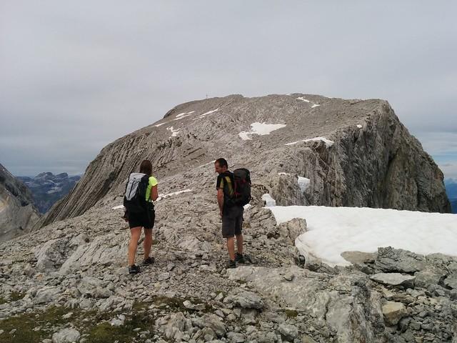 Gipfelkreuz der Neunerspitze in Sicht
