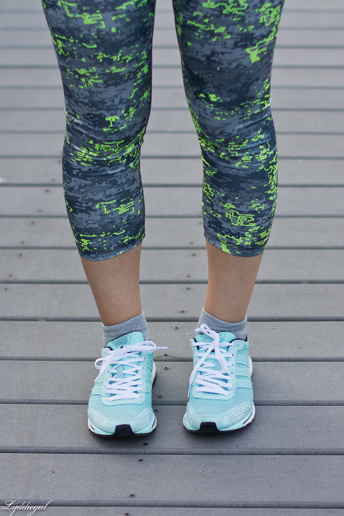 Workout outfit, RBX leggings, grey tee, dog-7.jpg