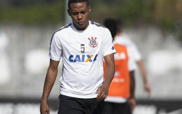 Bom sem ele, melhor com ele: Elias refor�a o Corinthians em fase decisiva