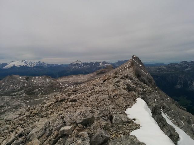 Blick von der Neunerspitze auf die Zehnerspitze und Heiligkreuzkofel