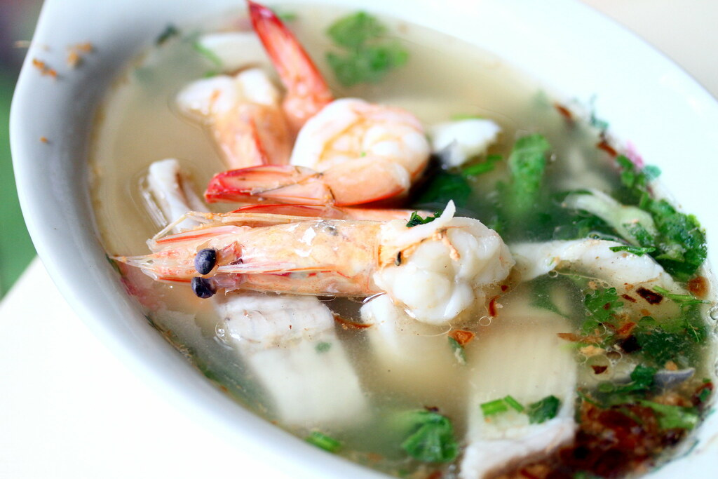 Hawker Centre in Singapore: Amoy Street Food Centre Seafood Soup