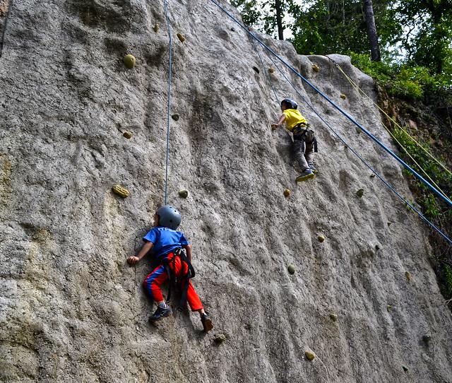kids rock climbing La Ruta del Yalu