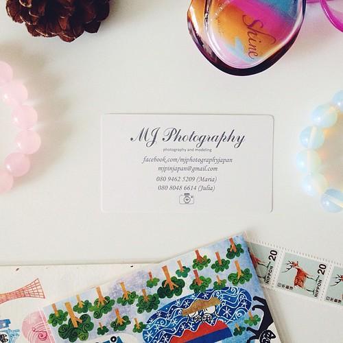 Тем временем мы с Машей @abvazaia обзавелись визитными карточками, то есть, окончательно оделовели :) --- Our business-cards!