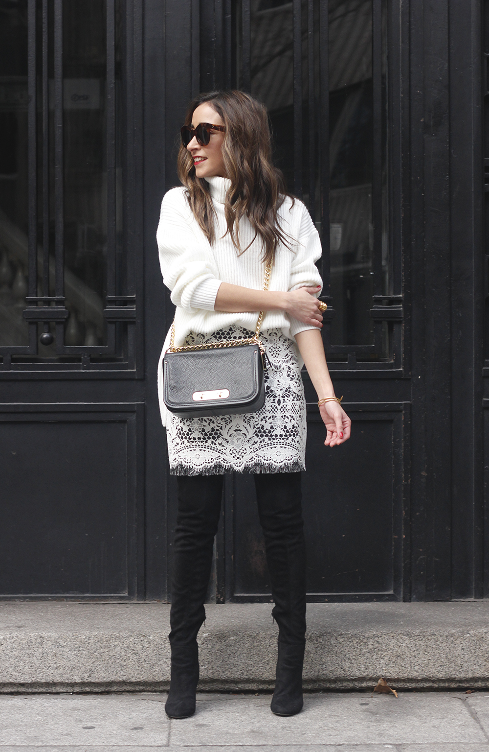 black and white lace skirt over the knee boots white turtleneck jersey outfit style winter02