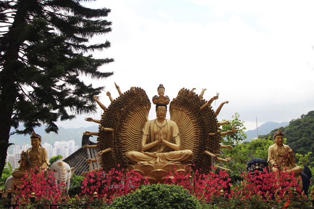 Hong Kong buddhist temples travel blogger uk
