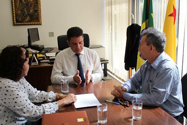 Visita no gabinete do Dr. Fernando Sérgio Escócio e da professa Fátima Nobre da Universidade Federal do Acre (Ufac).