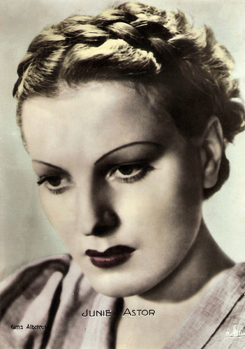 Junie Astor in Les Bas-fonds (1936)