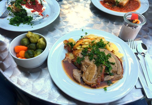 Rolled turkey roast with sherry sauce & potatoe gratin / Putenrollbraten in Sherrysauce mit Kartoffelgratin