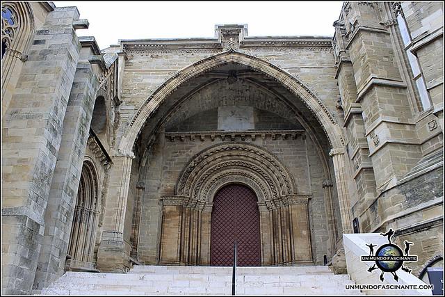 Puerta de Ell Filolls, Catedral de Lleida, Cataluña. España.