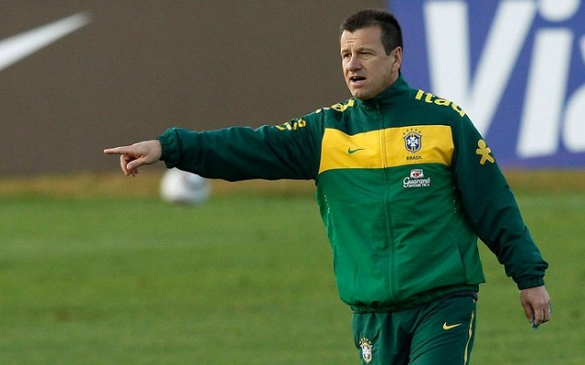 Dunga declara estar surpreso com doping do meia Fred