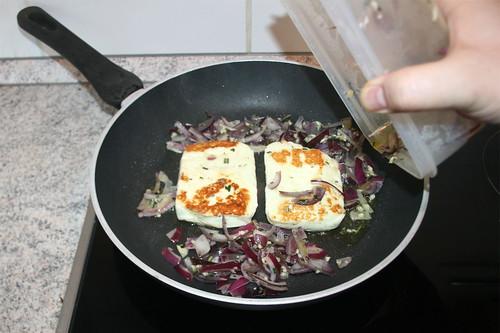 24 - Marinade in Pfanne geben / Put marinade in pan