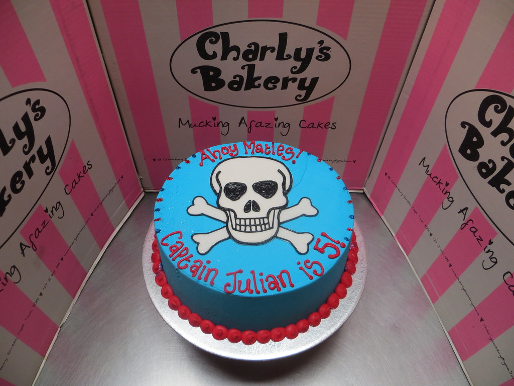 Simple Pirate Themed Birthday Cake With Flat Fondant Skull Flickr