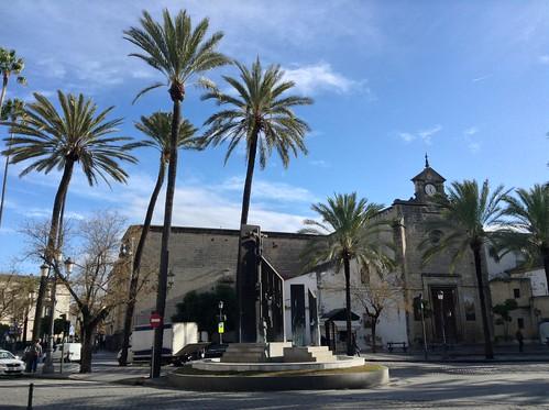Monumento a las Hermandades & Iglesia de Santo Domingo