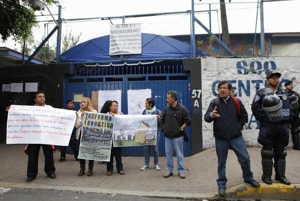 Acusan maestros disidentes por cambio de sedes para evaluación