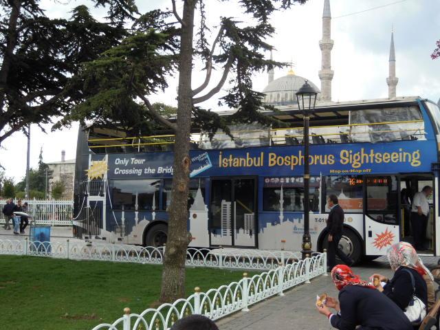 土航外包市區導覽車 清真寺是重點