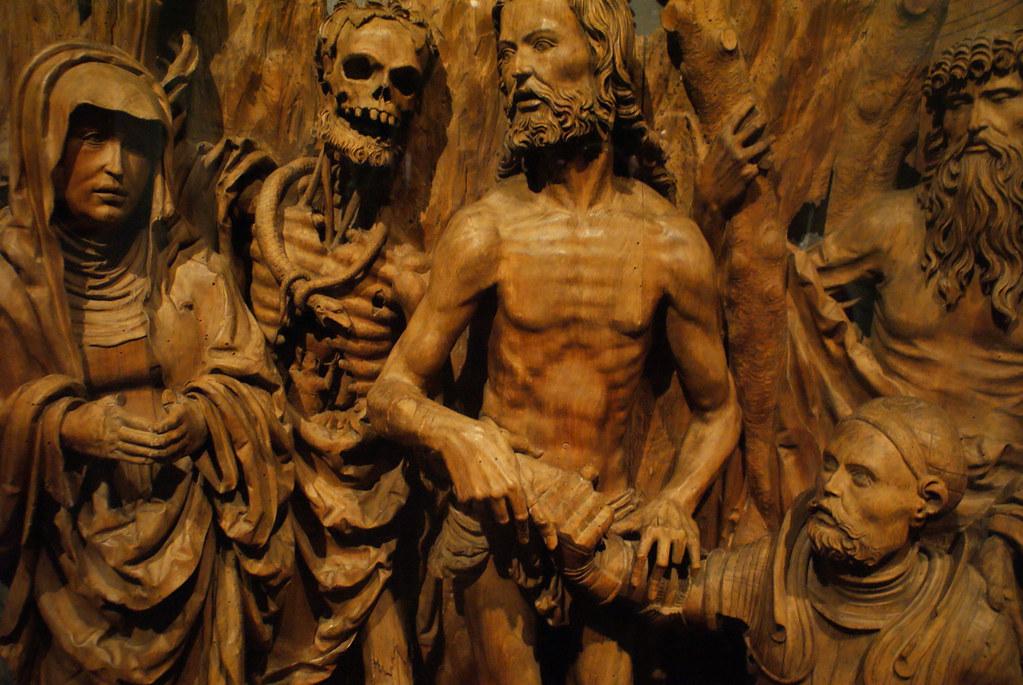 Sculpture gothique en bois un peu morbide.