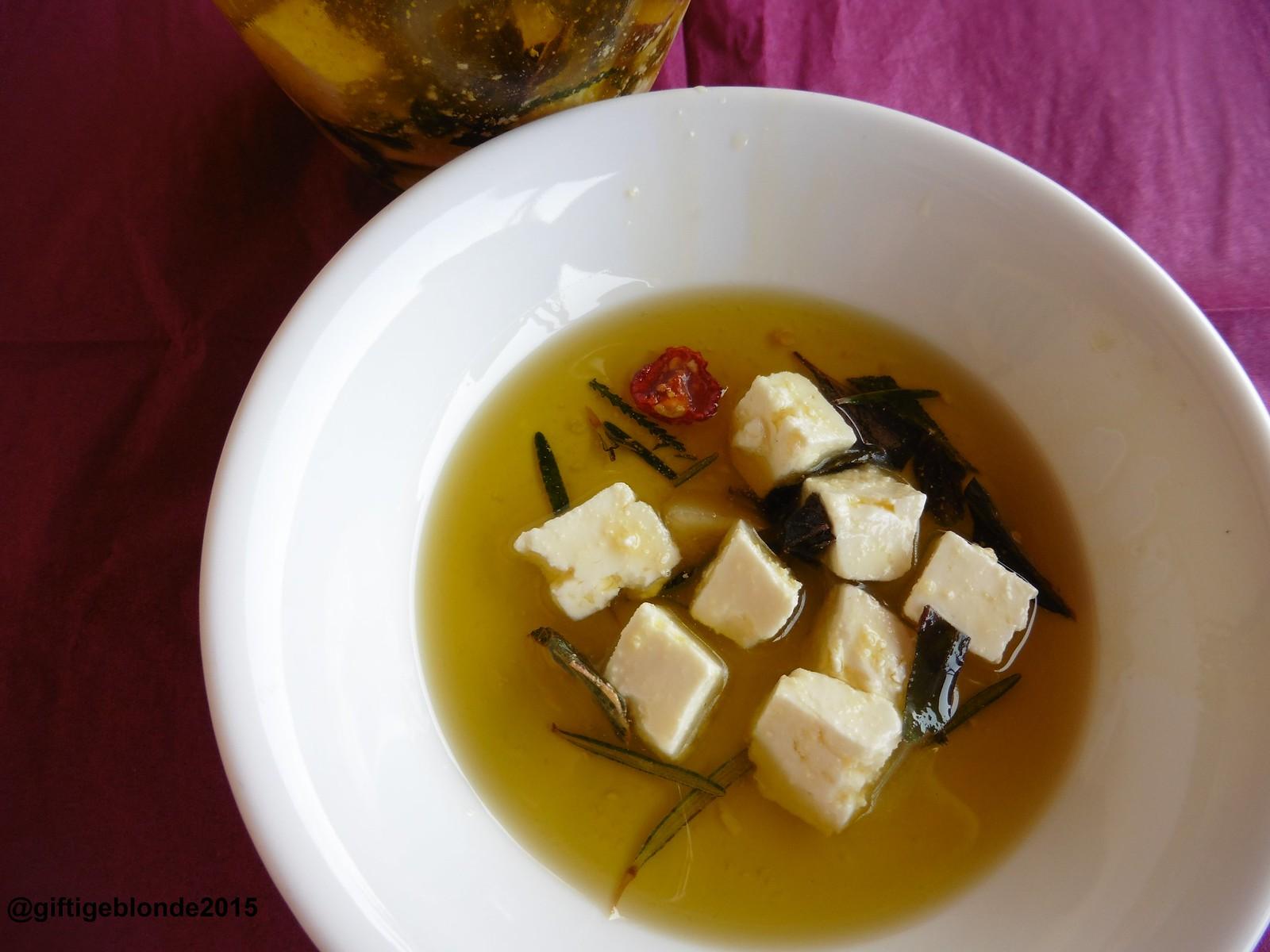 Feta in Olivenöl und Kräutern