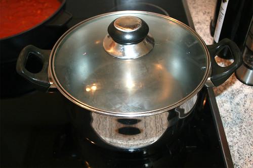 14 - Wasser für Spaghetti aufsetzen / Bring water to a boil