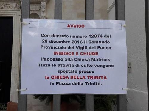 I 'sigilli' e la chiusura (foto Corriere del Mezzogiorno)