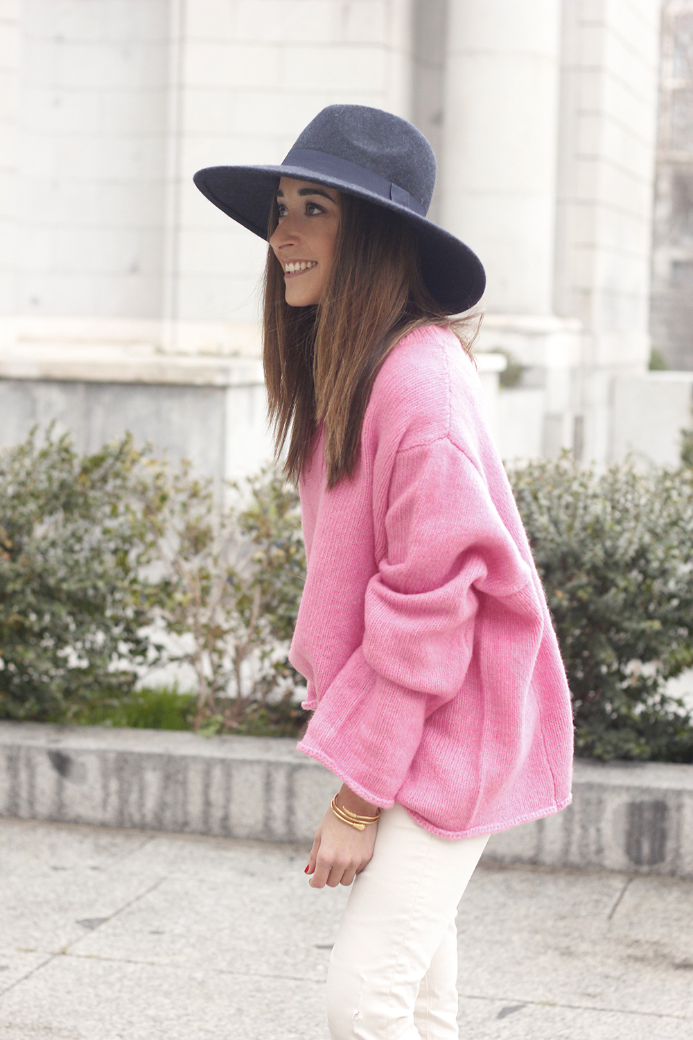 Pink Sweater white ripped jeans blue velvet heels hat uterqüe accessories style fashion outfit09