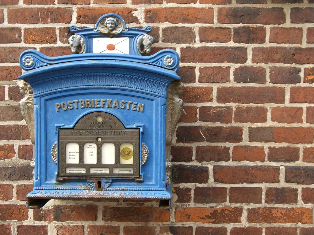 Old blue mailbox old blue mailbox in lauenburg thomas for What to do with old mailbox