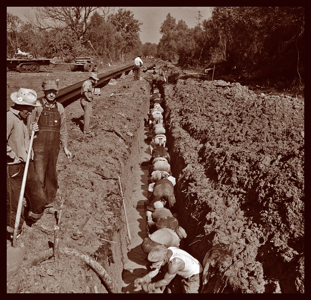 Pipeliners In 1942 Louisiana United Gas Pipeline