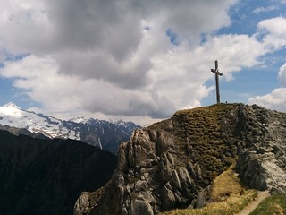 Das Gipfelkreuz des Schönberg