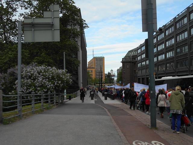 Mielenosoitus varhaiskasvatuksen leikkauspolitiikkaa vastaan keskiviikkona 10.6.2015 Helsingissä - 5