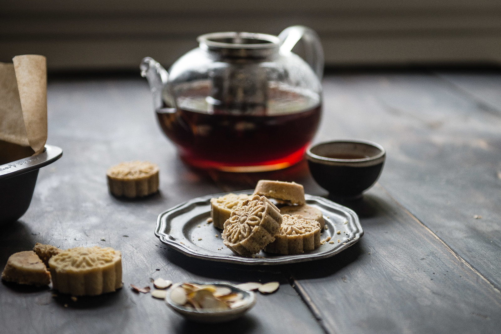 macau-style almond cookies | two red bowls