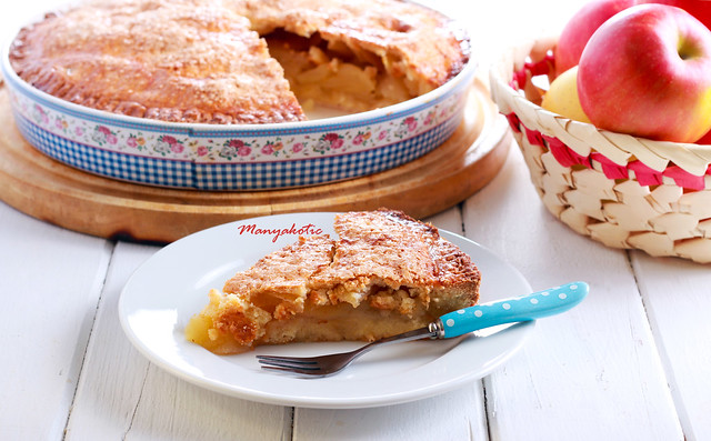 Apple pie in a tin