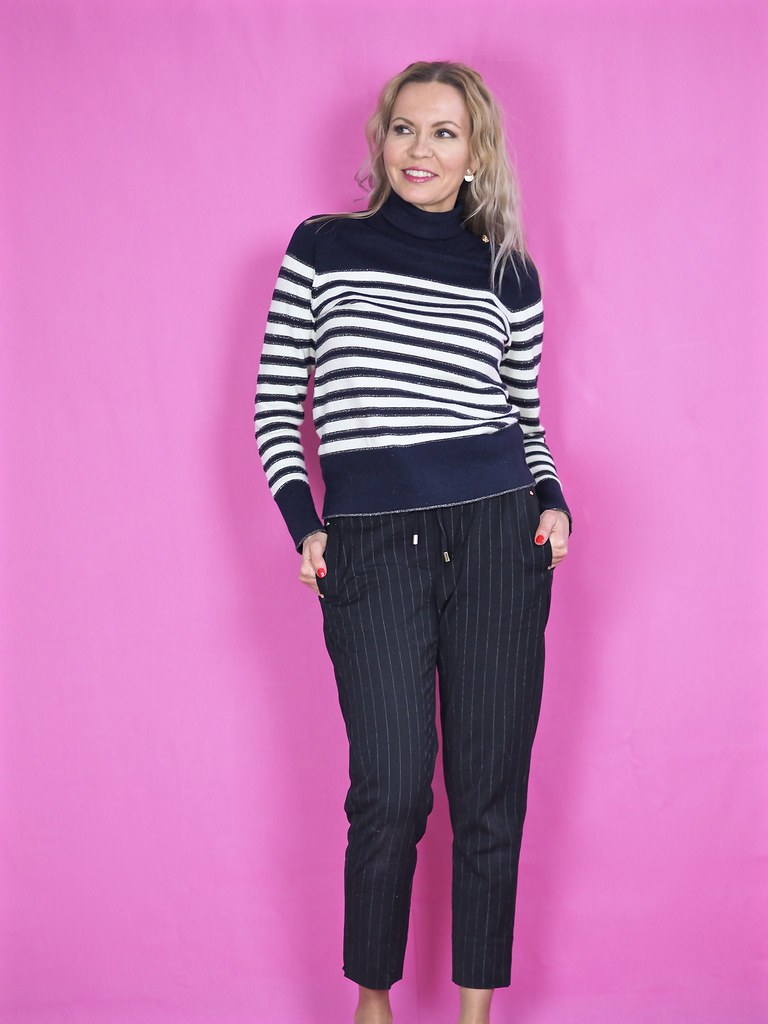 Striped Oasis knit with golden details