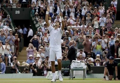Djokovic suda para llegar a cuartos en Wimbledon