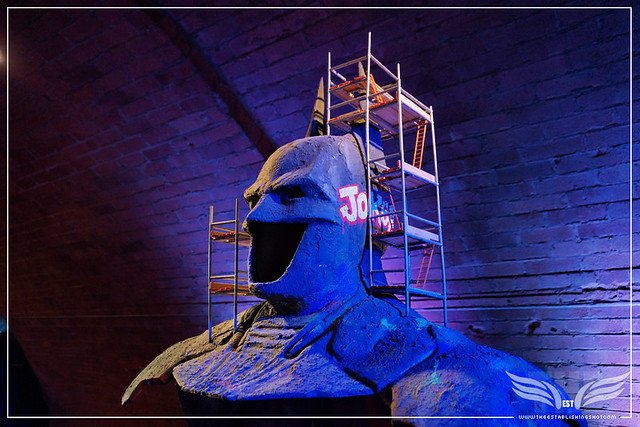 The Establishing Shot: BATMAN: ARKHAM KNIGHT CAPE & COWL EXHIBITION - BATMAN UNDER CONSTRUCTION (CLOSEUP) BY ZEUS - KACHETTE, LONDON