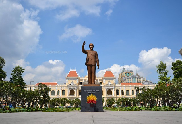 diy saigon city tour HO CHI MINH STATUE