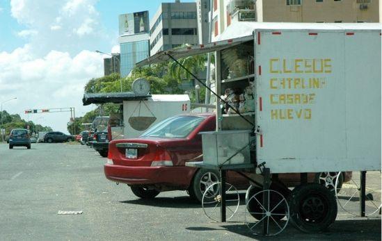 Vendedores del Paseo Caroní en Puerto Ordaz, son obligados a vender el cartón de huevos a 420 bolíva...