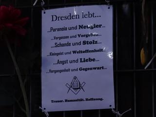 Dresden lebt von Paranoia Angst Neugier Liebe Vergessen Vergeben Schande Stolz Kleingeist Weltoffenheit Vergangenheit Gegenwart Trauer Humanität Hoffnung