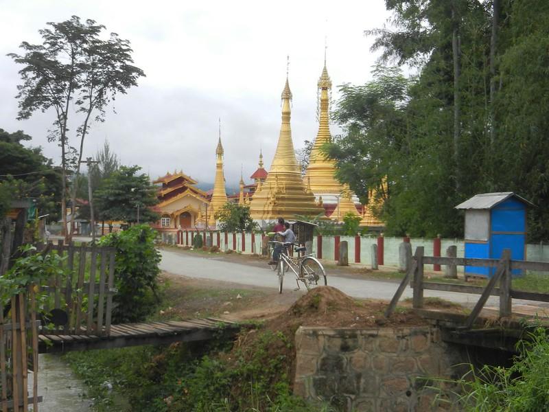 Пешком по Нуанг Шве