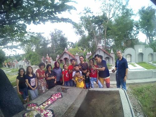 Berkunjung ke Makam  Eyang Santoso