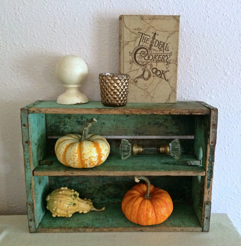 Vintage soda crate fall decor fall decor 2015 eli for Anne marie witmeur decoration