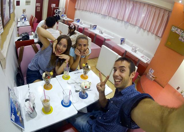 De risas en un Maid Café en Japón, un bar de sirvientas